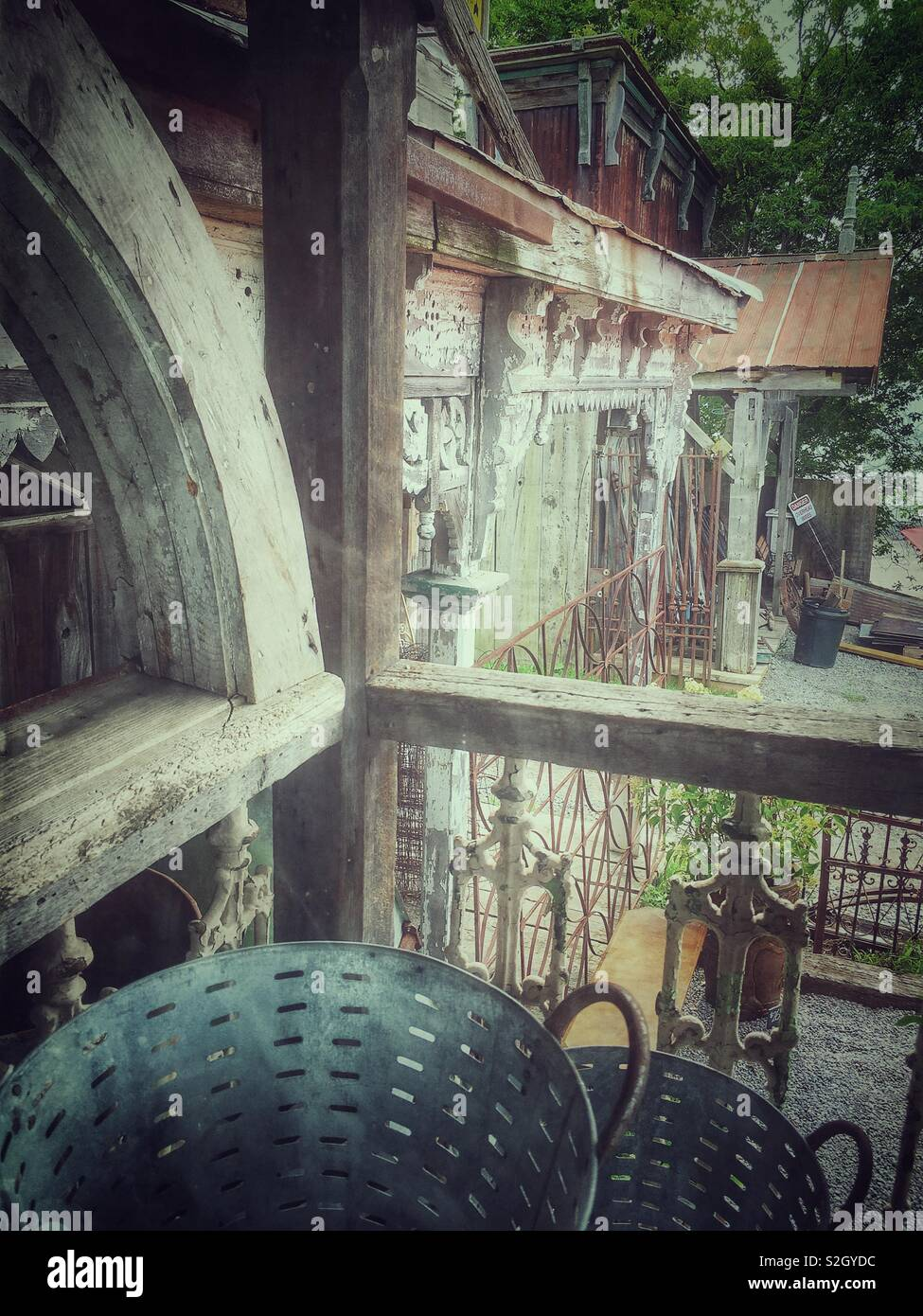 Vintage architectural finds, rustic yesteryear feeling front porch - Stock Image