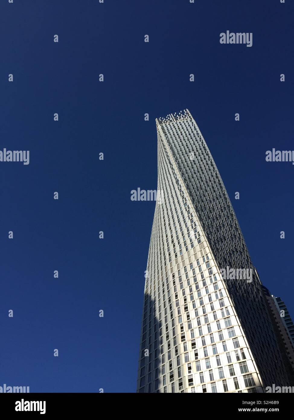 Cayan Tower in Dubai. Stunning from every angle. - Stock Image