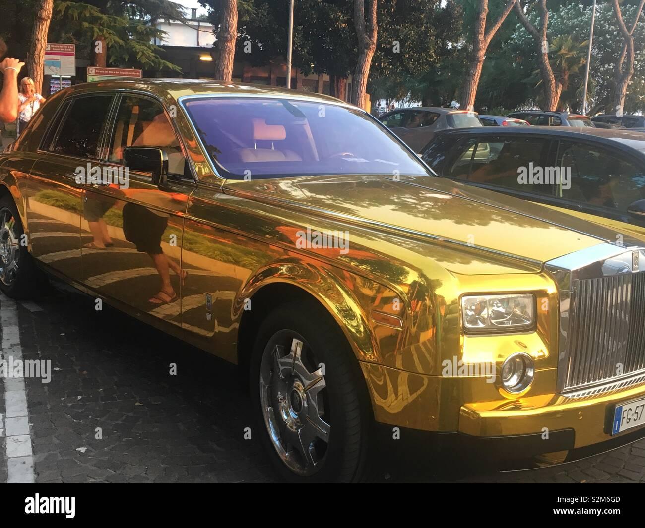 Gold Rolls Royce >> Gold Rolls Royce Stock Photo 311460141 Alamy