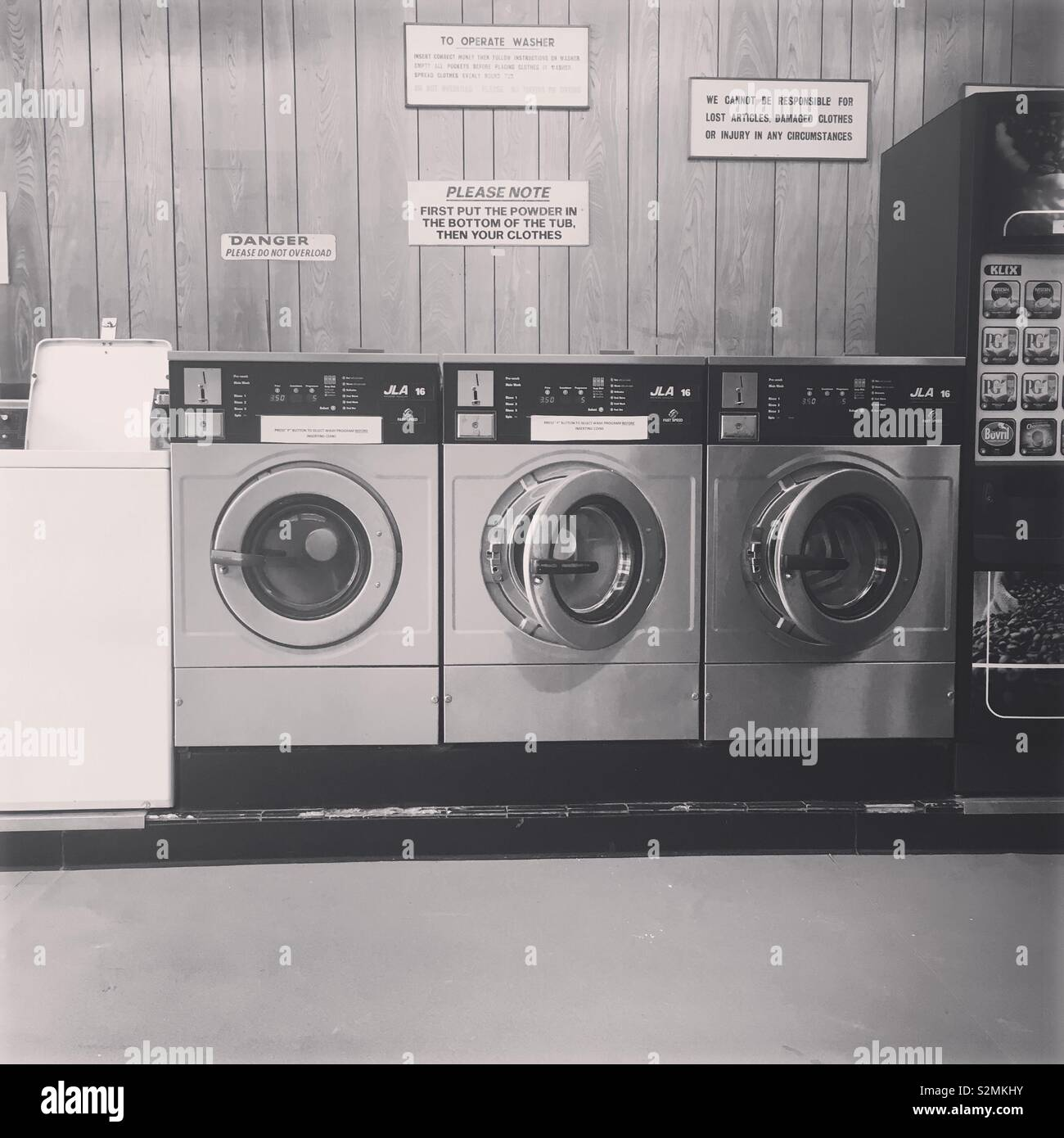 Laundrettes are time warps - Stock Image