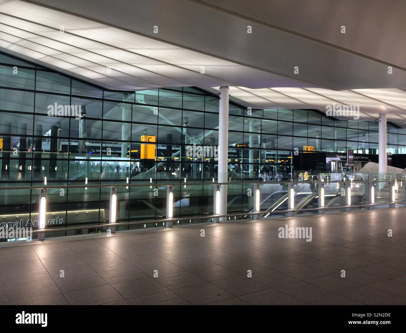 London Heathrow Terminal 2 (The Queen's Building), Hillingdon, London. - Stock Image