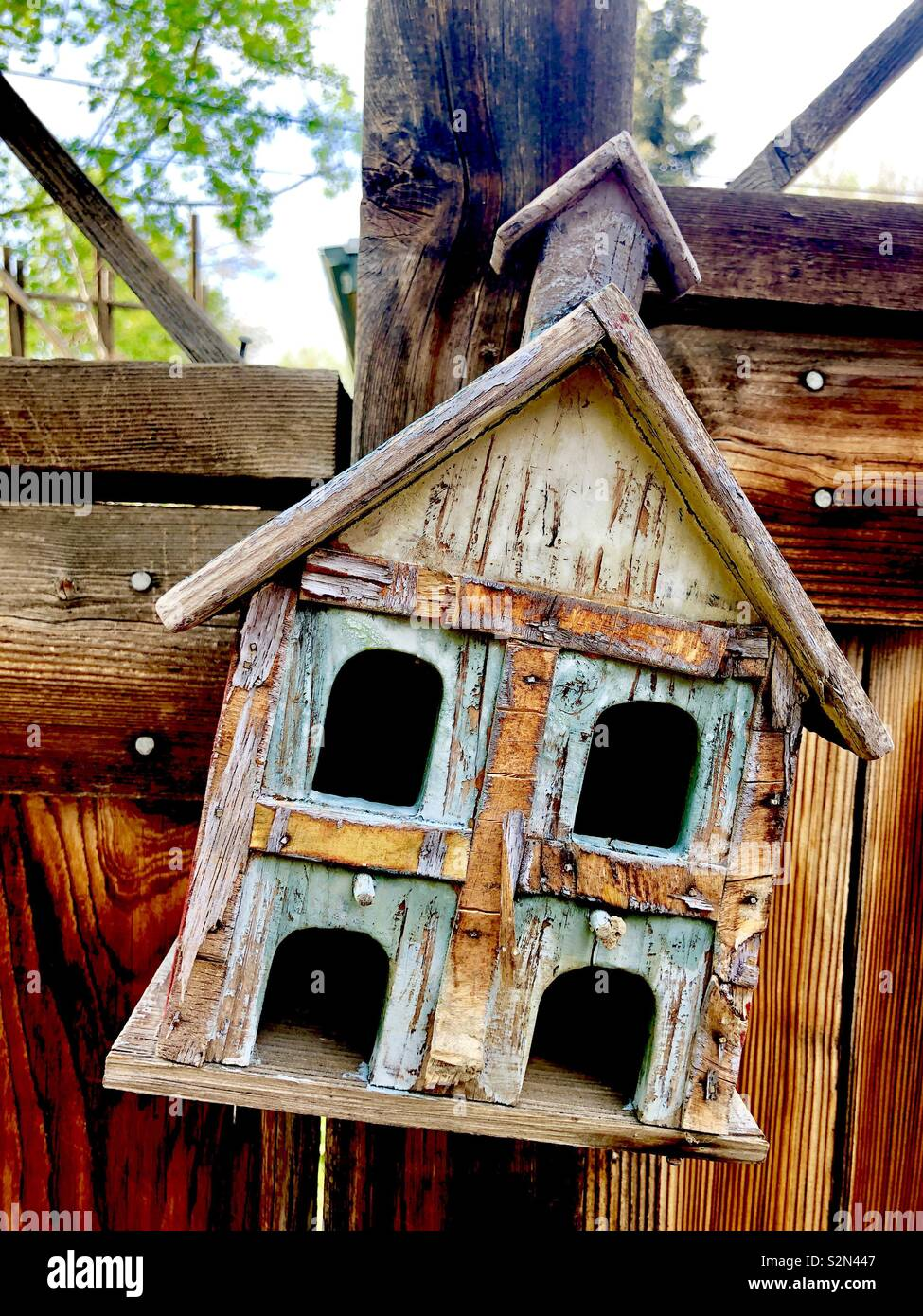 Aging birdhouse - Stock Image