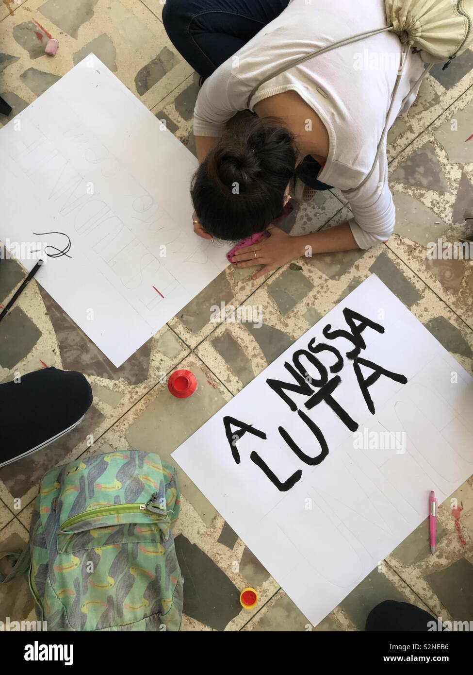Girls making protest posters in Brazil - Stock Image