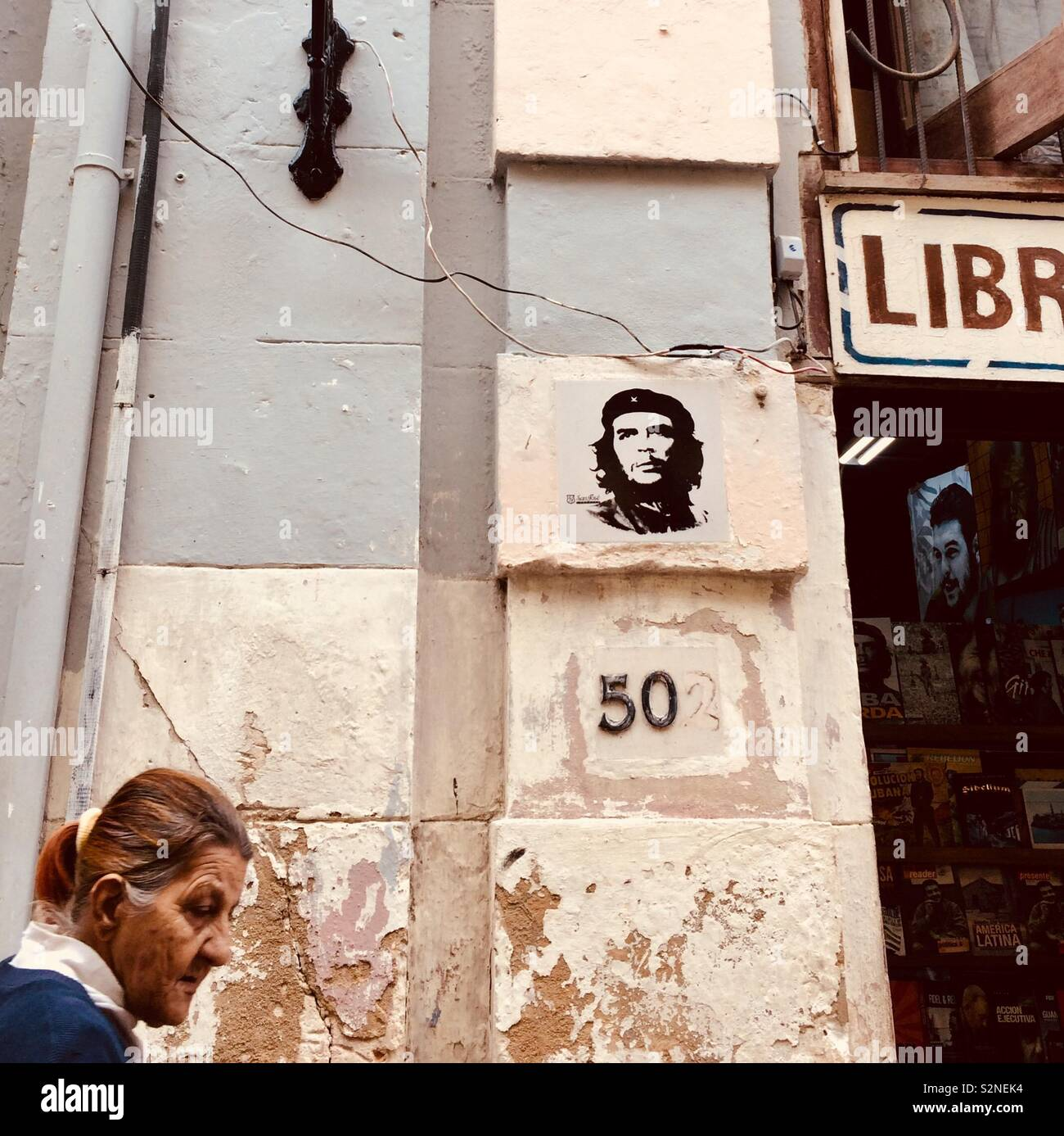 A street in Havana, Cuba with wall poster of Che Guevara - Stock Image