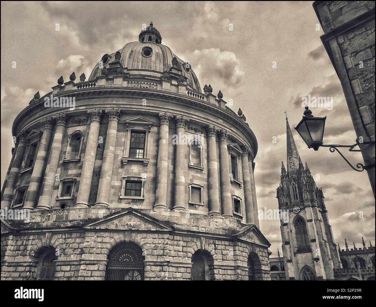 A retro effect picture of the Radcliffe Camera Building and The University Church Of St. Mary the Virgin in Oxford, England, UK. An iconic scene and world famous. Photo © COLIN HOSKINS. - Stock Image
