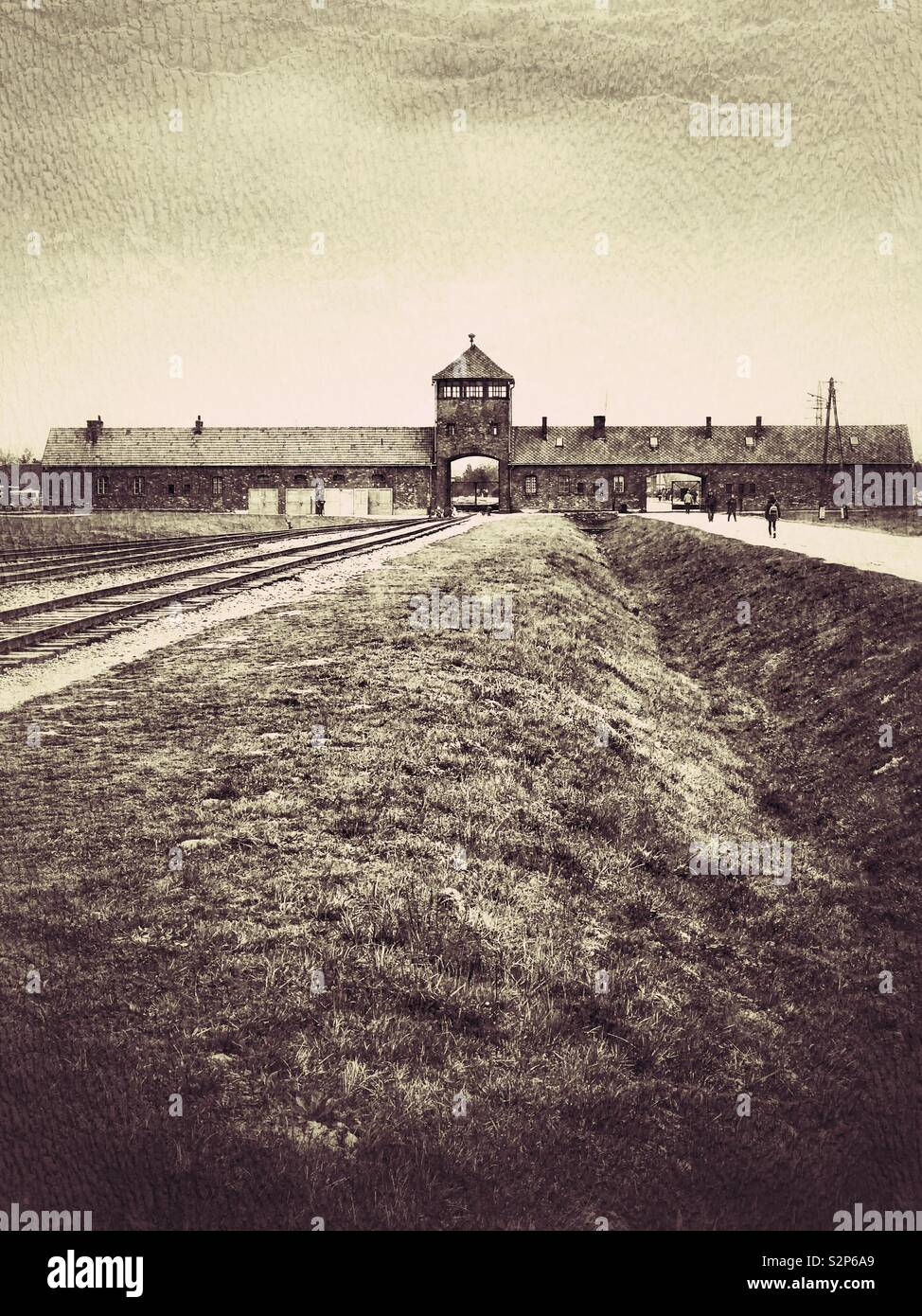 The Gatehouse (Gate Of Death) at the Nazi Auschwitz II Birkenau Concentration Camp in Poland. The railway line offloading site of many thousands of Jewish people who were exterminated by the Nazi's. - Stock Image