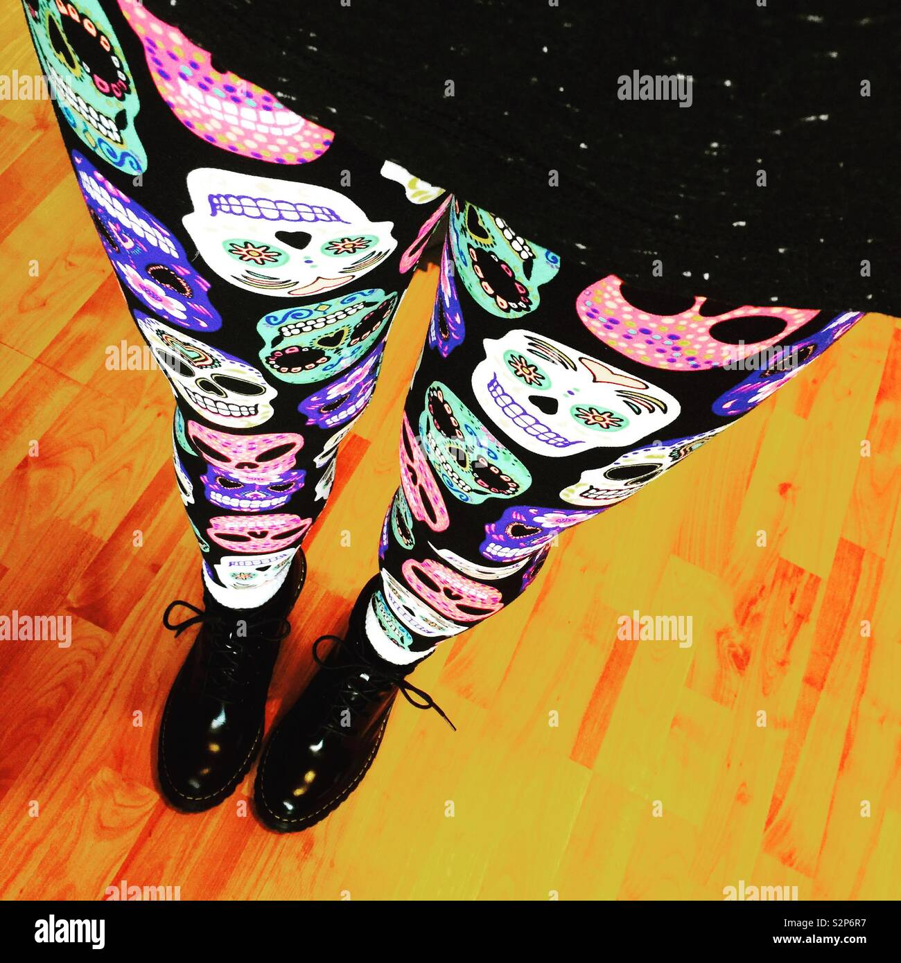 Sugar skull leggings - Stock Image