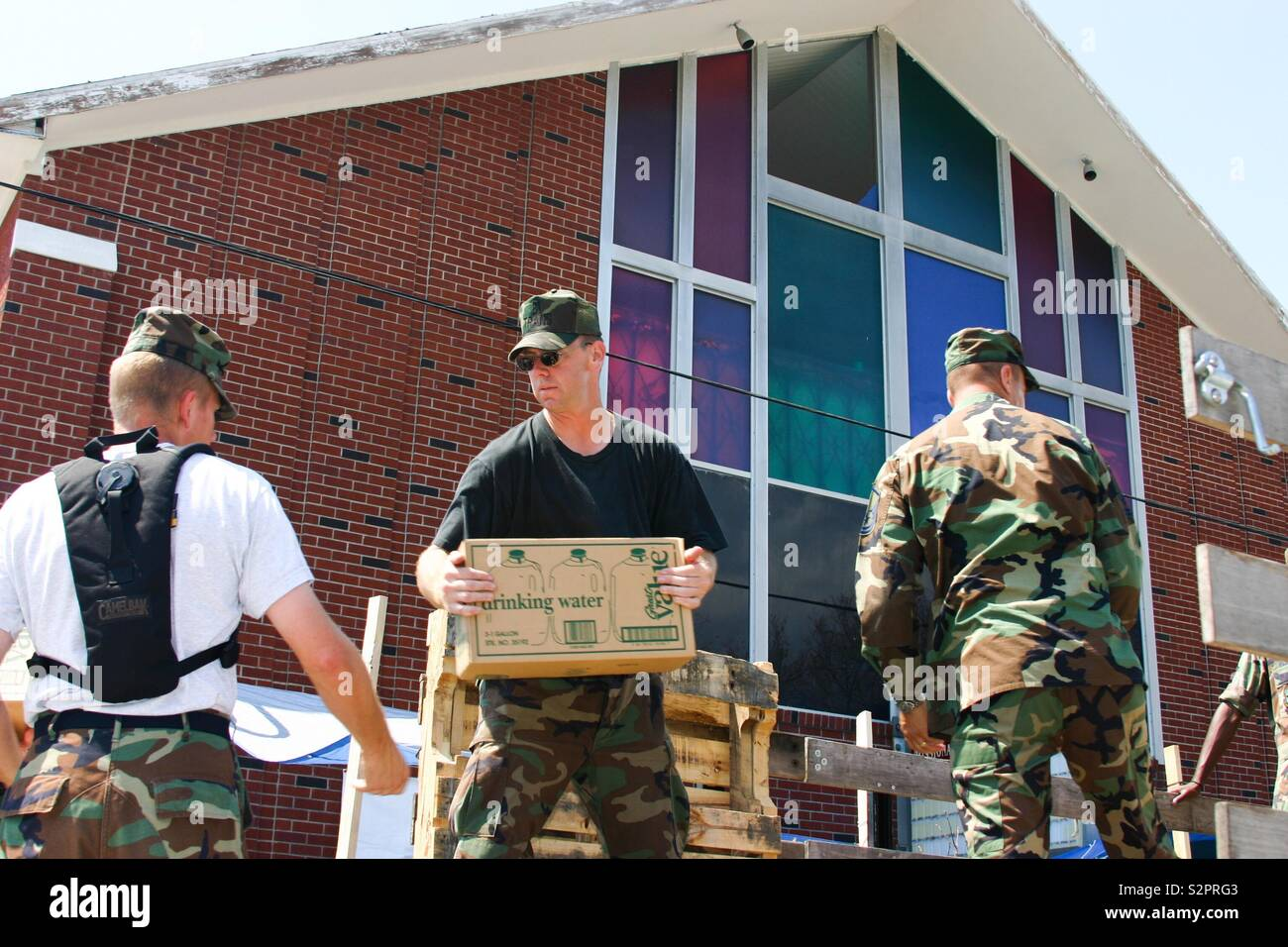 US Air Force personnel load bottled water for Hurricane Katrina victims. - Stock Image