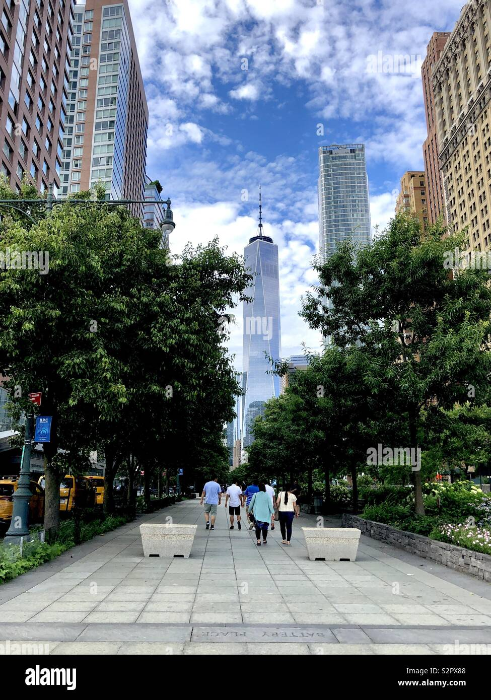 Freedom Tower New York City with people - Stock Image