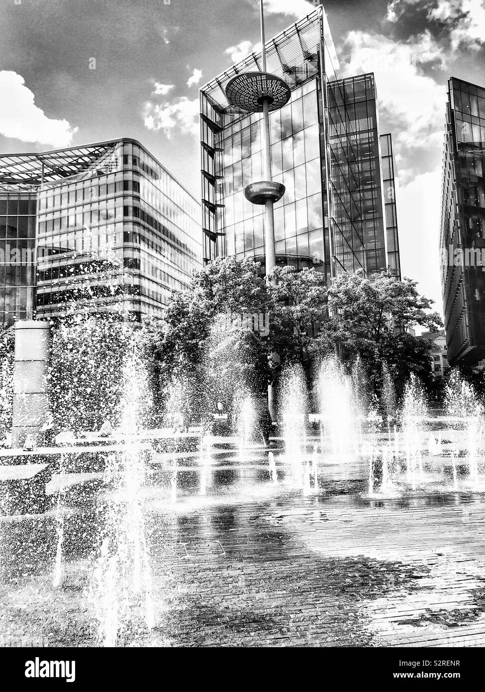 the-modern-urban-landscape-glass-steel-fountains-and-modern-sculpture-near-city-hall-london-england-S2RENR Top Top Landscape Photography Near London This Year @capturingmomentsphotography.net