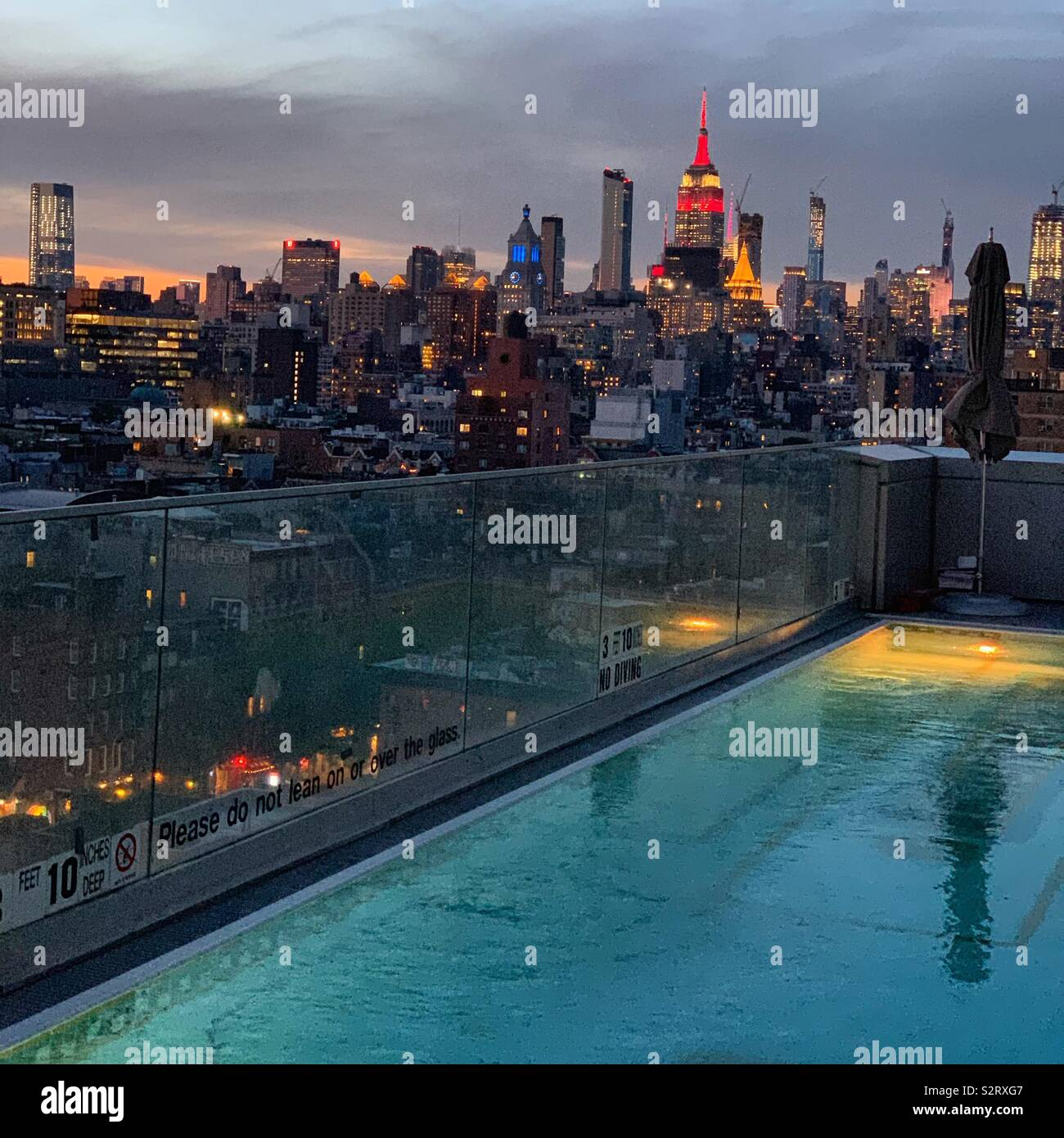 Early evening at the pool at the Hotel Indigo Lower East Side, New York City - Stock Image