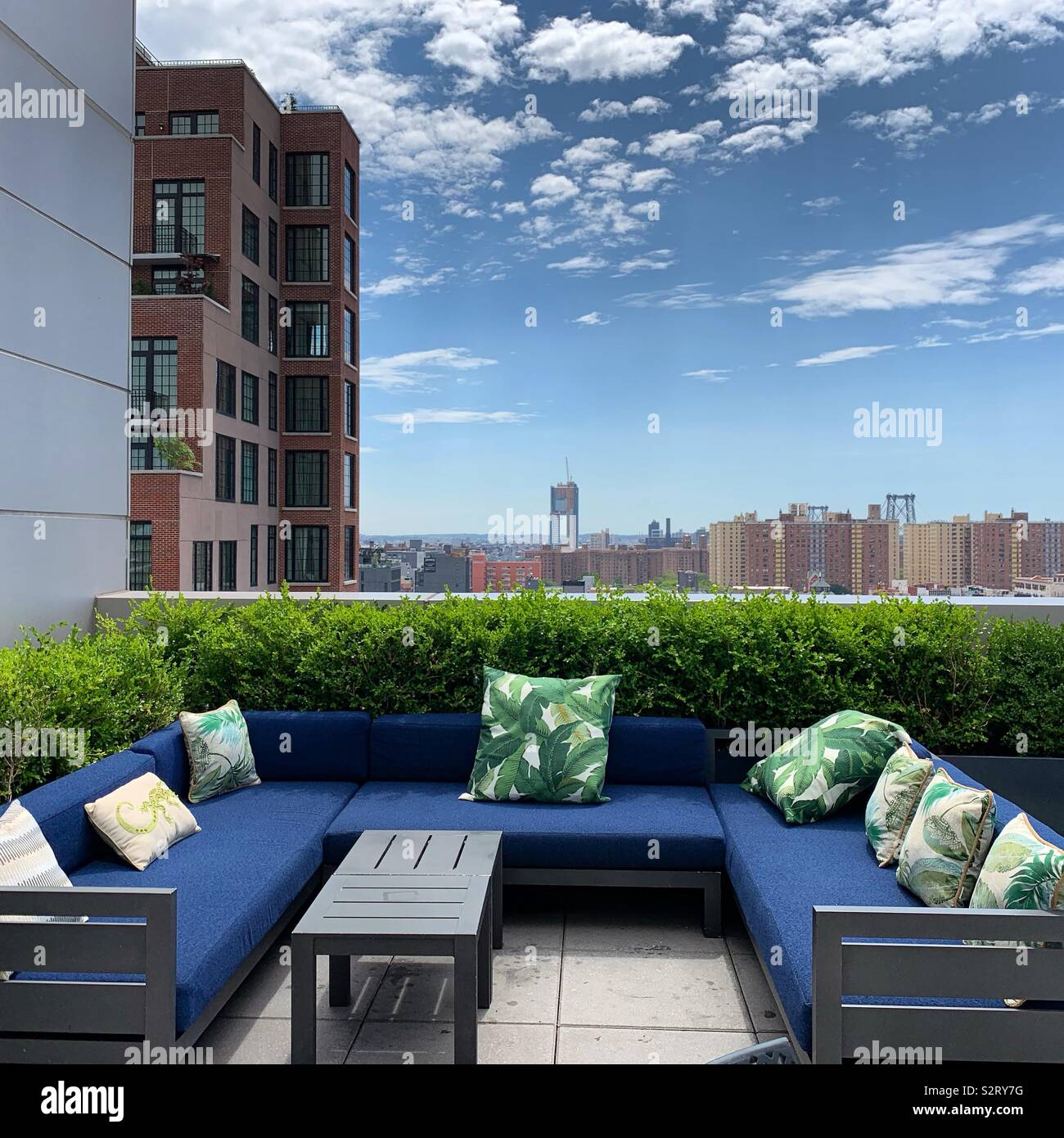 Outdoor seating at the Mr. Purple bar, Hotel Indigo Lower East Side, New York City - Stock Image
