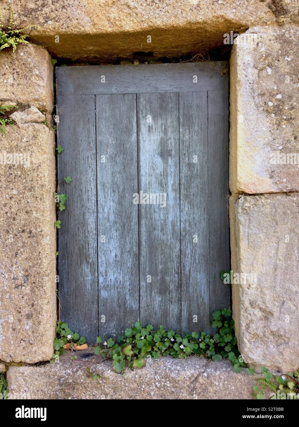 Rustic French window shutter in Dordogne - Stock Image