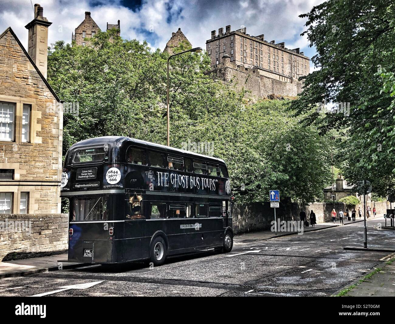 Ghost bus tours and Edinburgh Castle Stock Photo
