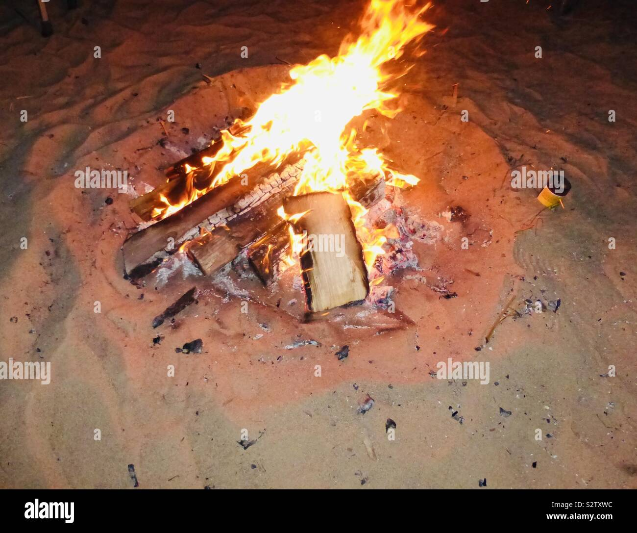 Wood Burning Fire Pit In The Desert Sand Stock Photo Alamy