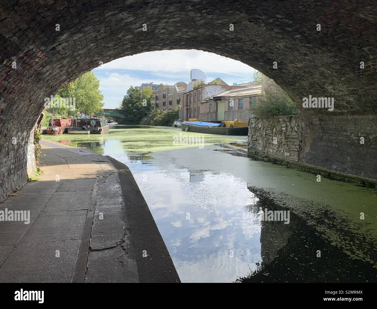Regent's Canal London, Unser bridge caption. Sunny day, realistic shot of daily modern living Stock Photo