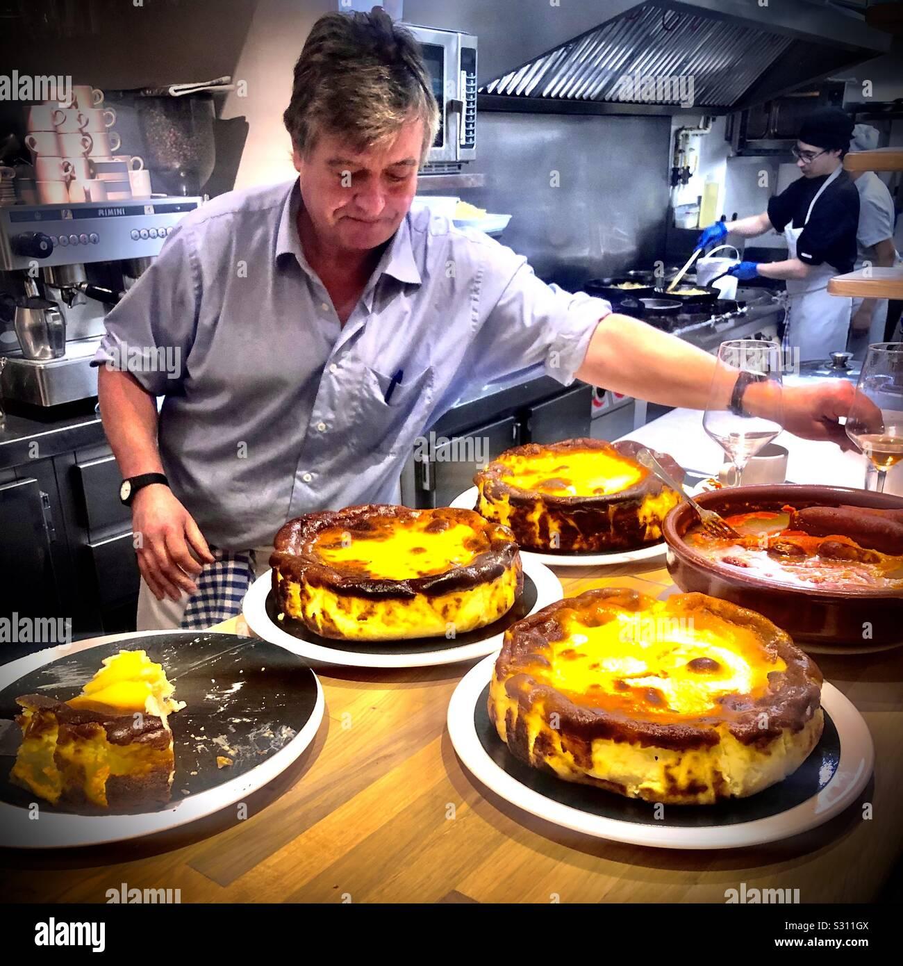Basque Cheesecake In San Sebastian Bar La Vina Stock Photo Alamy
