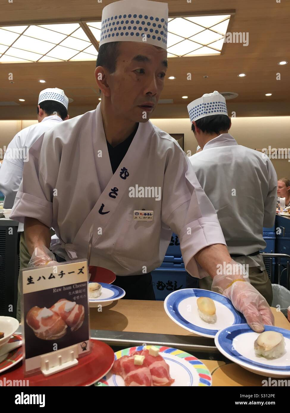 Sushi Chef At Conveyor Belt Sushi Bar At Kyoto Station Japan Stock Photo Alamy I was curious about this idea since i have seen it from the 1st johnny english movie. https www alamy com sushi chef at conveyor belt sushi bar at kyoto station japan image311654742 html