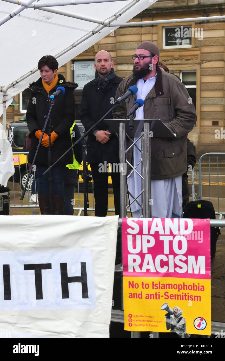 George Square, Glasgow, Scotland, UK, Europe. 16th March 2019.  Imam, Sheikh Maulana Mohammad Sarwar, gives an opening speech at the 'Stand up to Racism' demo on a cold wet day in George Square. - Stock Image
