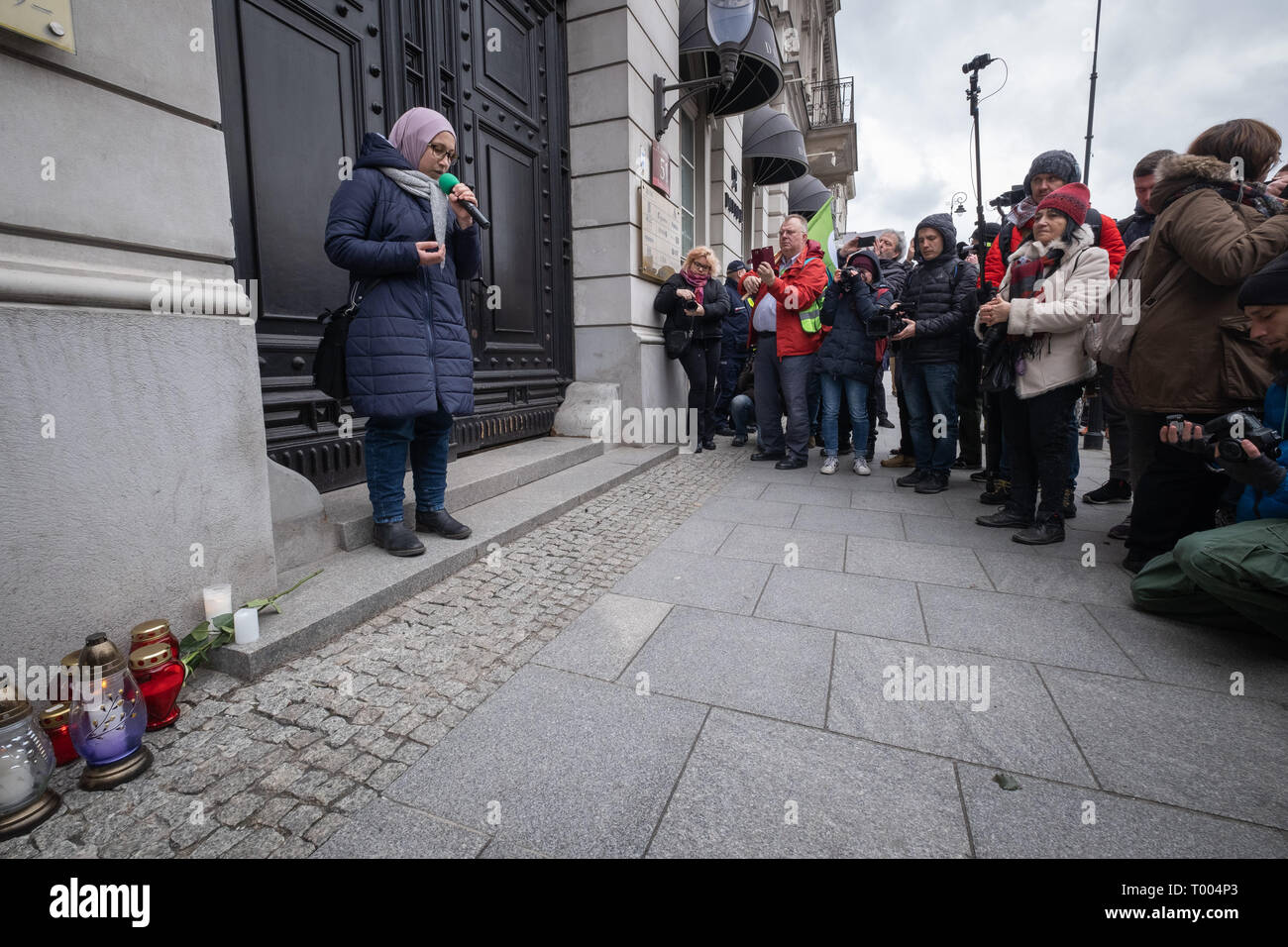 Warsaw, Poland. 16th March, 2019. Muslim prayers at the door od New Zealand embassy in Warsaw. Anti racist demonstration announced few weeks ago, due to tragic coincidence is also becoming a tribute to victims of terror attack in New Zealand. Antifascist and anti racist Polish organizations, collectives and NGO protest against any form of discrimination and growing wave and xenophobia and violence against immigrants. Robert Pastryk / Alamy Live News - Stock Image