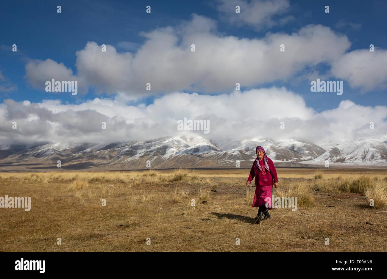 Bayan Olgii, Mongolia, 29th September 2015: Mongoilian kazakh nomad  woman  in the landscape of Western Mongolia Stock Photo