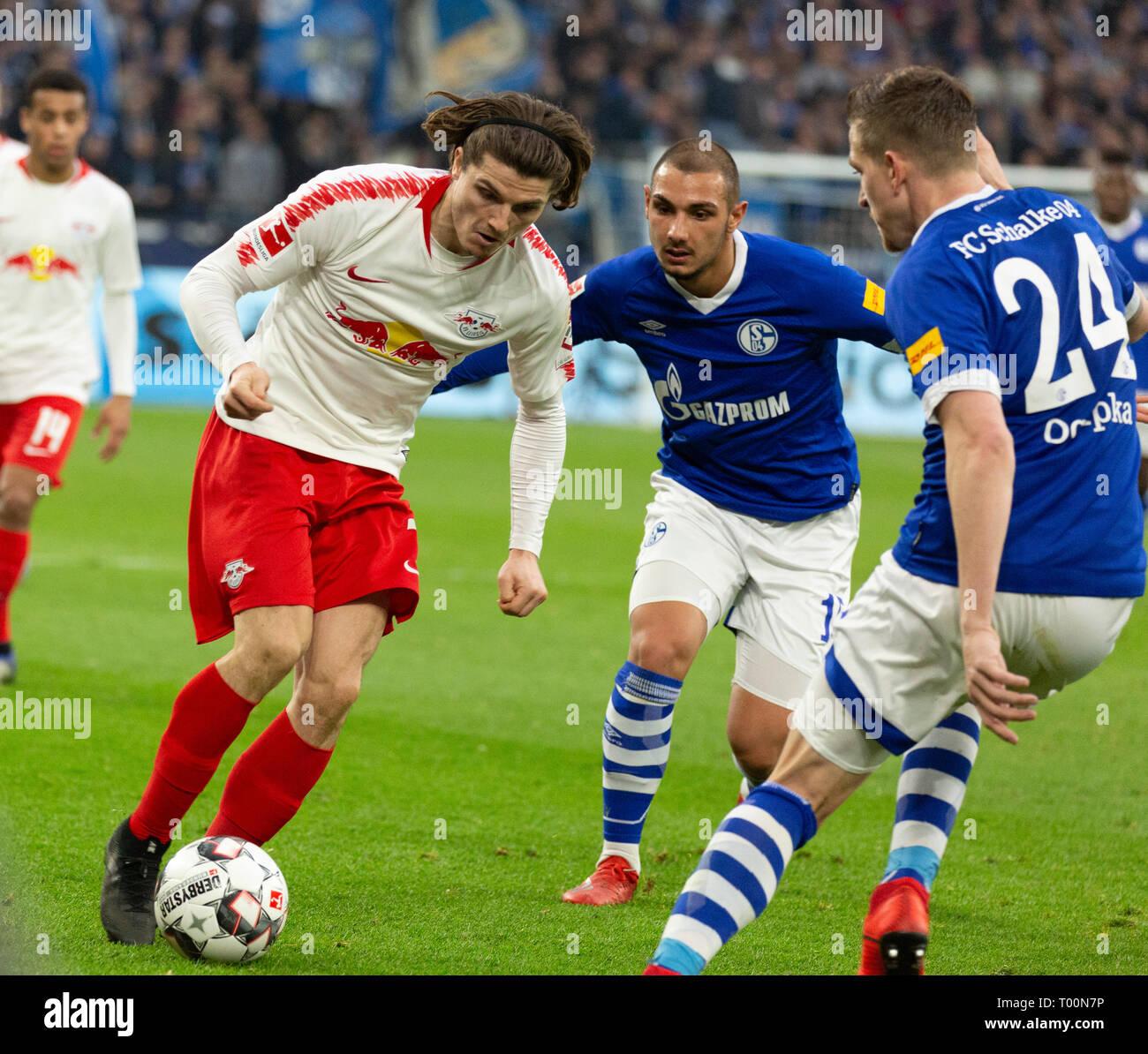 sports, football, Bundesliga, 2018/2019, FC Schalke 04 vs RB Leipzig 0-1, Veltins Arena Gelsenkirchen, scene of the match, f.l.t.r. Marcel Sabitzer (Leipzig), Ahmed Kutucu (S04), Bastian Oczipka (S04), DFL REGULATIONS PROHIBIT ANY USE OF PHOTOGRAPHS AS IMAGE SEQUENCES AND/OR QUASI-VIDEO - Stock Image