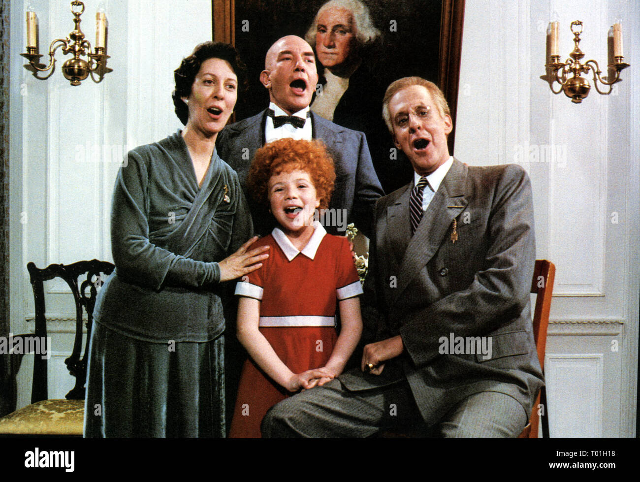 ANNIE, ANN REINKING, AILEEN QUINN, ALBERT FINNEY , EDWARD HERRMANN, 1982 - Stock Image