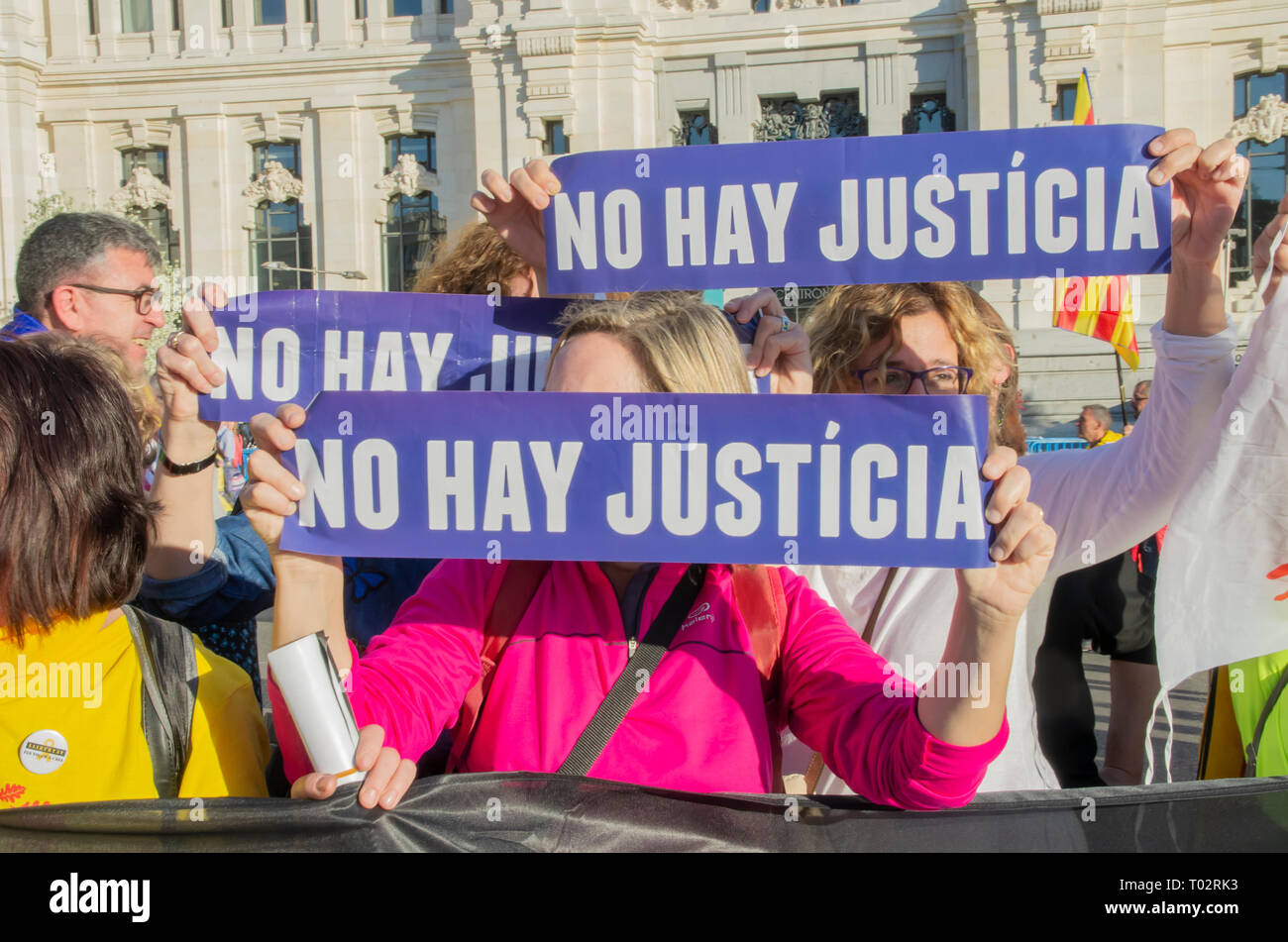 """Madrid, Spain. 16th March 2019. Thousands of people in Madrid protested in support of the independence of Catalonya and demanding freedom for the political prisoners.  In the picture people with placards that say """"There is no justice"""". Credit: Lora Grigorova/Alamy Live News Stock Photo"""