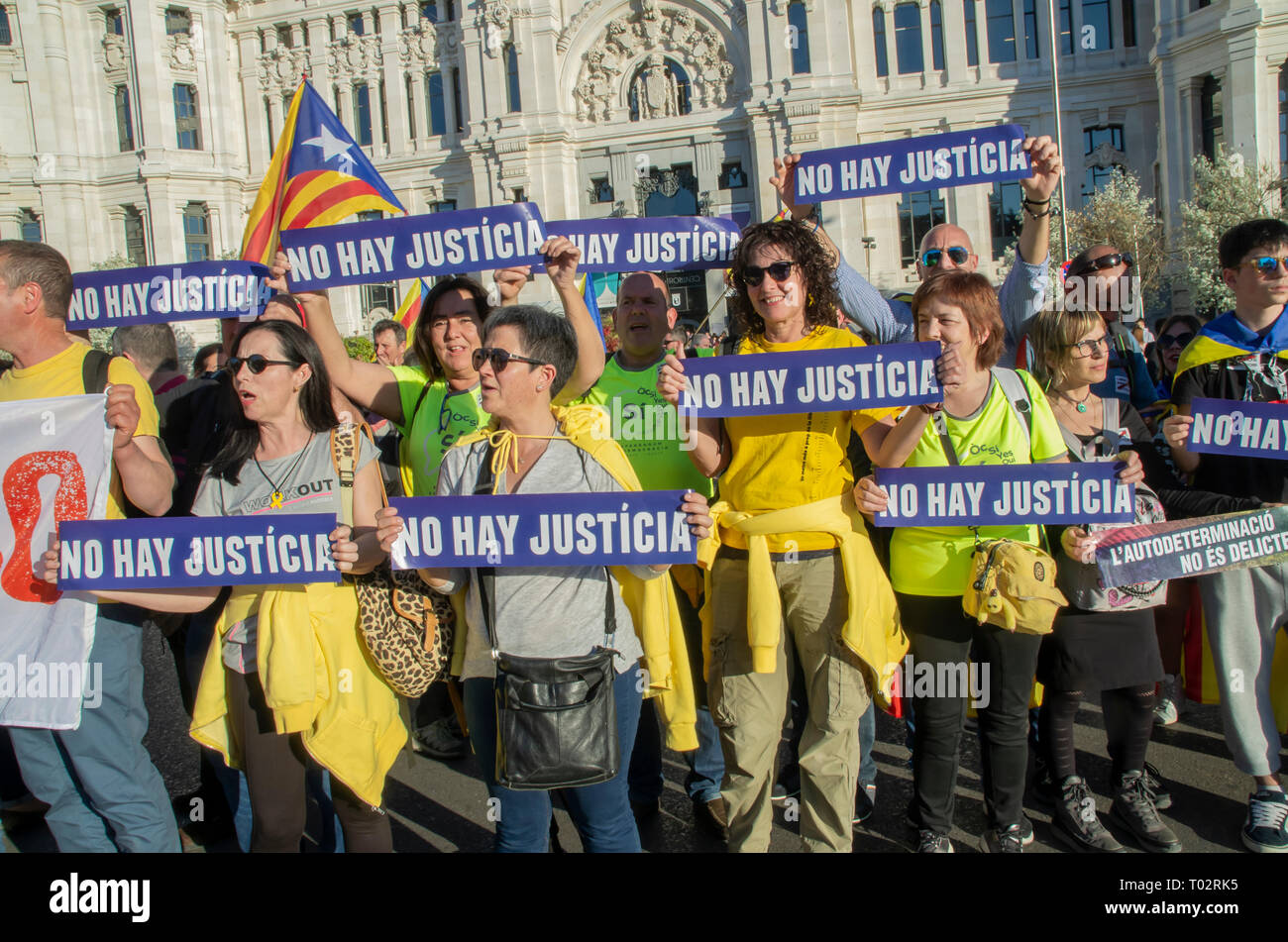 "Madrid, Spain. 16th March 2019. Thousands of people in Madrid protested in support of the independence of Catalonya and demanding freedom for the political prisoners.  In the picture people with placards that say ""There is no justice"" Credit: Lora Grigorova/Alamy Live News Stock Photo"