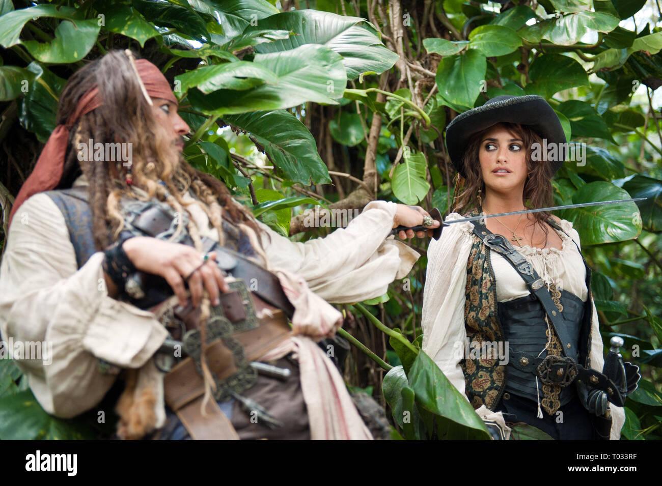 Johnny Depp Penelope Cruz Pirates Of The Caribbean On Stranger Tides 2011 Stock Photo Alamy