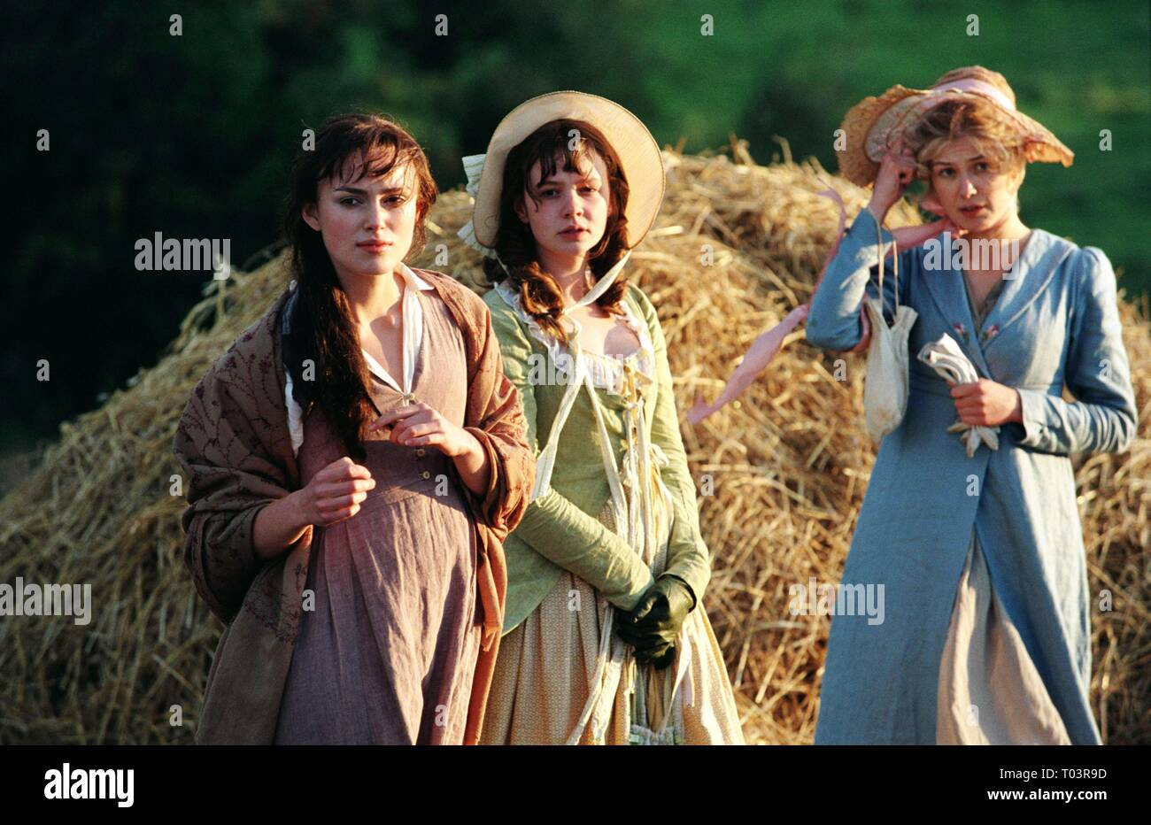 KEIRA KNIGHTLEY, CAREY MULLIGAN, ROSAMUND PIKE, PRIDE and PREJUDICE, 2005 - Stock Image