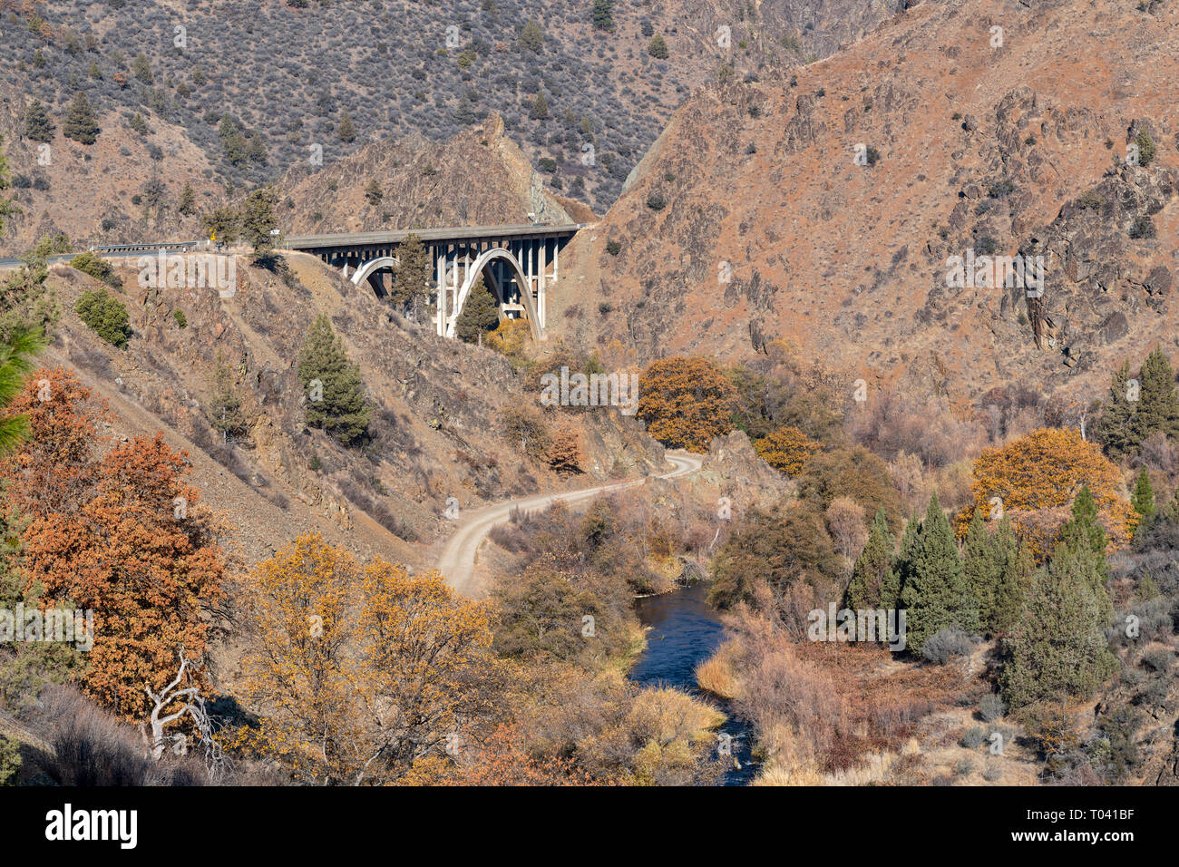 A bridge over the Shasta River on Highway 263 in California, USA - Stock Image