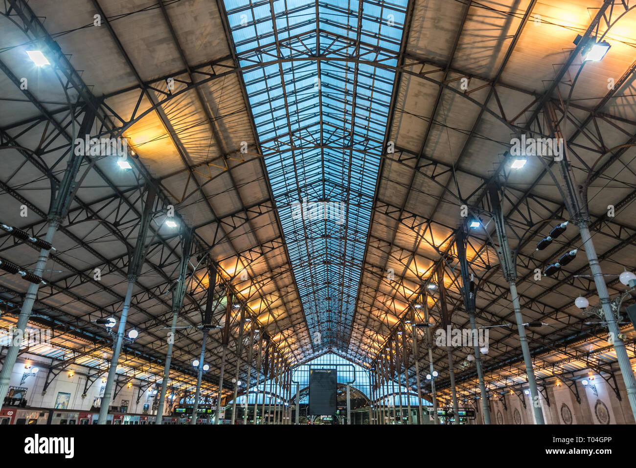 Lisbon Portugal 12 28 2018 Symmetrical Roof And Interior Design Of The Rossio Railway Station Stock Photo Alamy