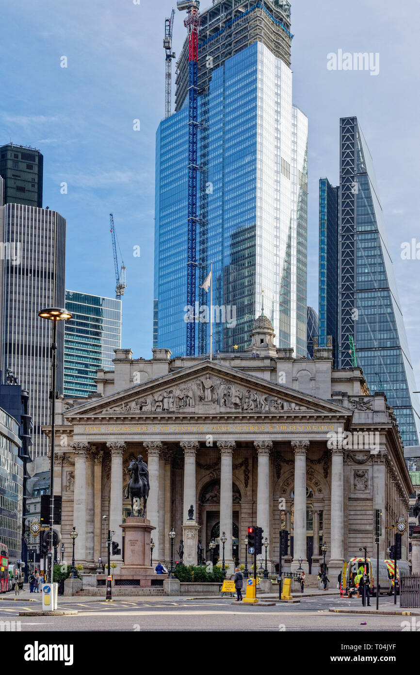 LONDON CITY OF LONDON THE ROYAL EXCHANGE AND UNFINISHED SKYSCRAPER 22 BISHOPSGATE Stock Photo