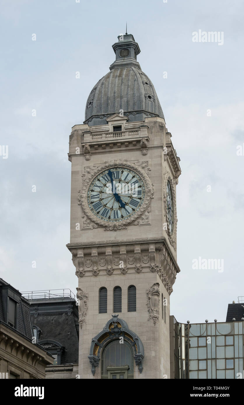 The clock tower of Gare-de-Lyon railway station is a well known Paris landmark - Stock Image