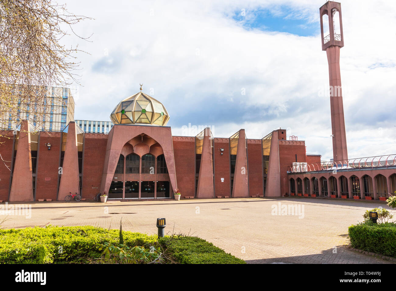 Glasgow Central Mosque, Gorbals, Glasgow, UK. The mosque, situated next to the River Clyde, and is the central mosque for Muslims of Islamic and Sunni - Stock Image