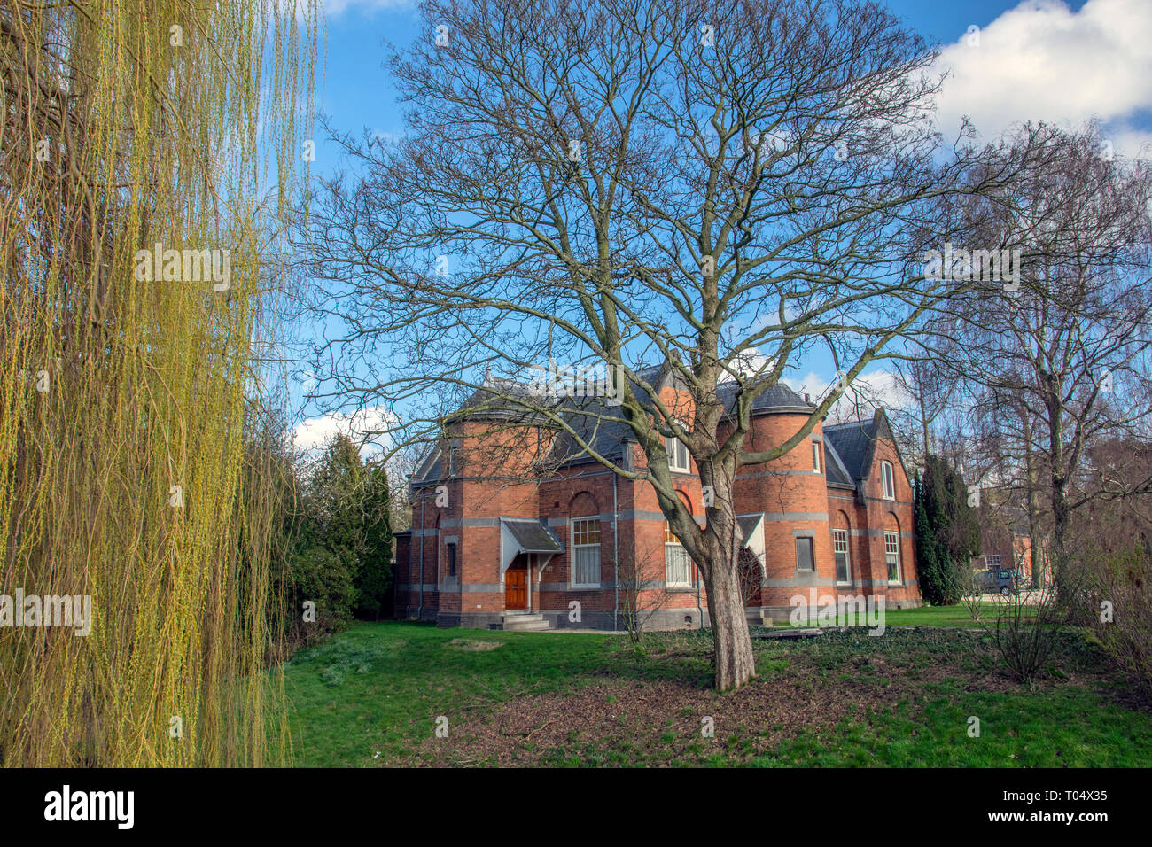 Old Building At The Nieuwe Ooster Cemetery Amsterdam The Netherlands 2019 Stock Photo