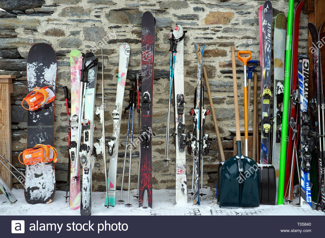 A snowboard and sets of skis, outside a restaurant at the ski resort in Sainte-Foy-Tarentaise, Auvergne-Rhône-Alpes region in south-eastern France. Stock Photo