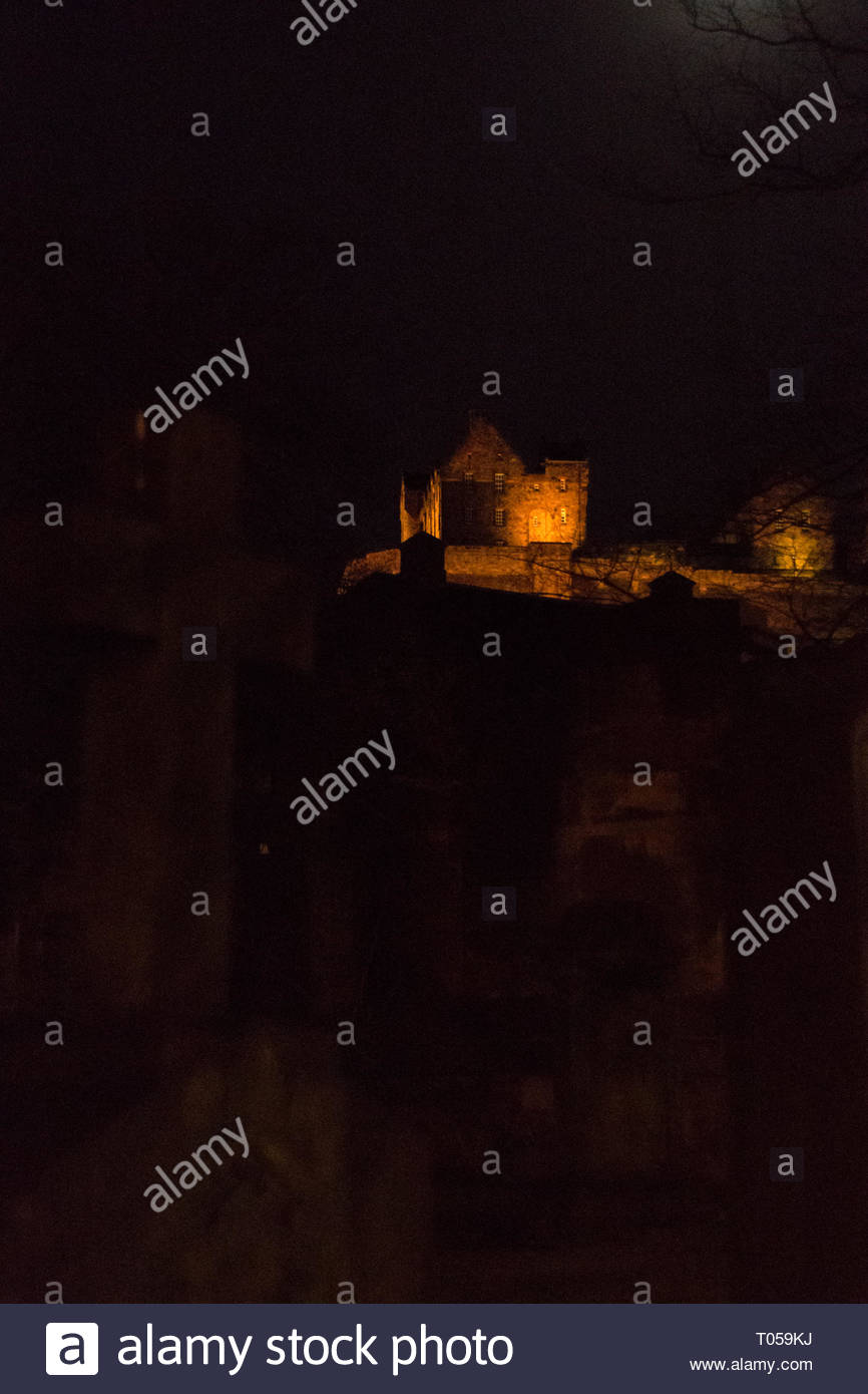 Edinburg castle at night, view from St Cuthbert cemetery - Stock Image