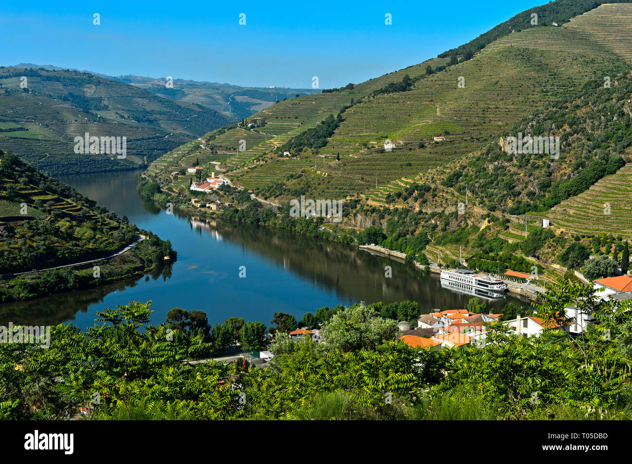 Meandering Douro River near Pinhao, Douro Valley, Portugal - Stock Image