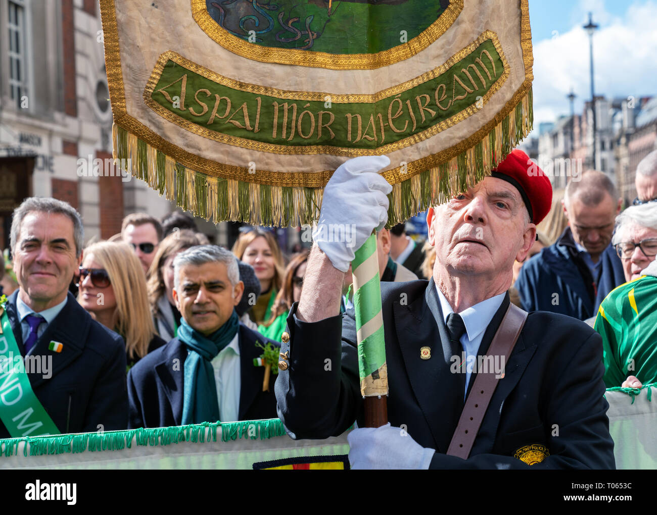 London, UK. 17th Mar, 2019. 17th March 2019. London, UK. James Nesbitt, Grand Marshall of the London St Patrick's Day parade with Mayor of London Sadiq Khan in the background. Credit: AndKa/Alamy Live News - Stock Image