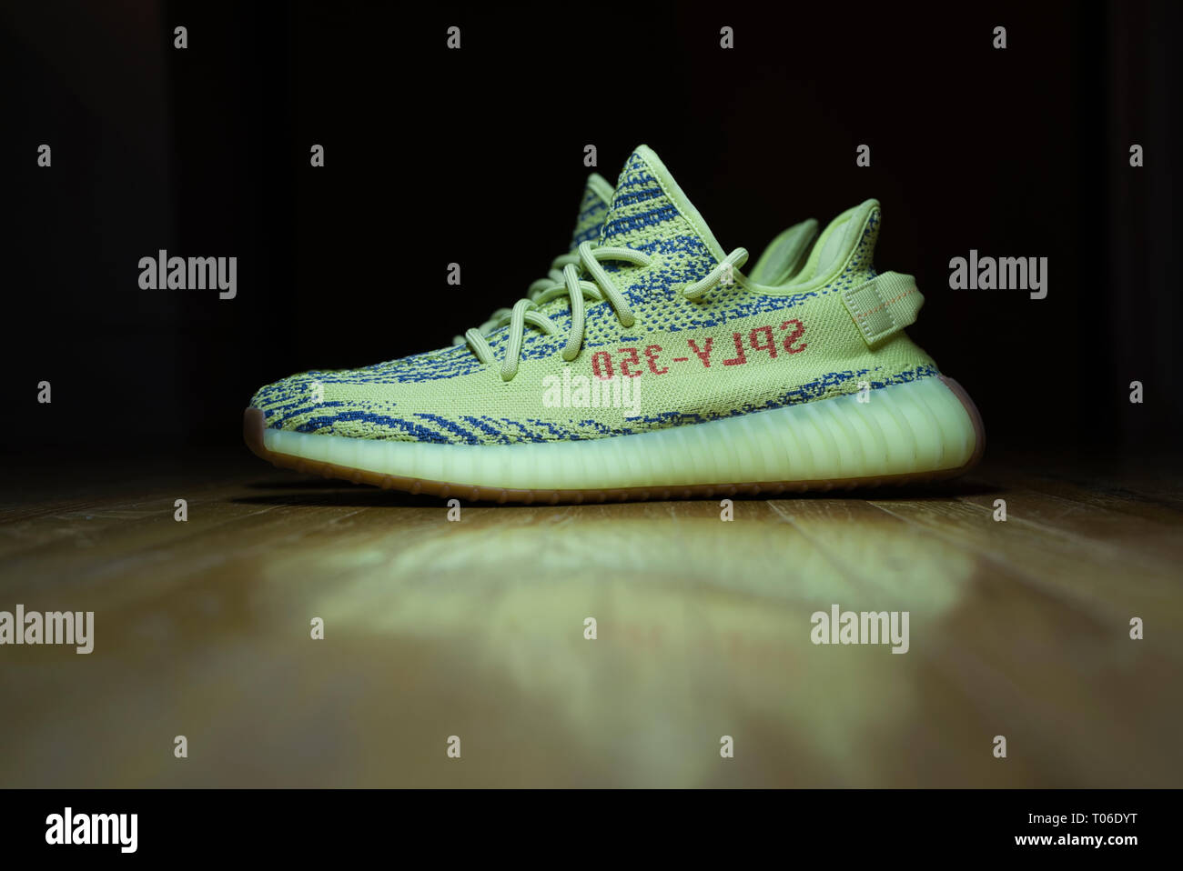25203ad518705 Yeezy Boost 350 Stock Photos   Yeezy Boost 350 Stock Images - Alamy
