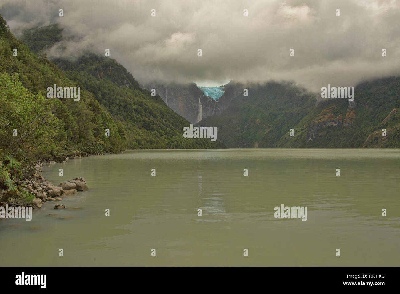 Ventisquero Colgante hanging glacier above Laguna Tempanos in Queulat National Park, Patagonia, Aysen, Chile - Stock Image