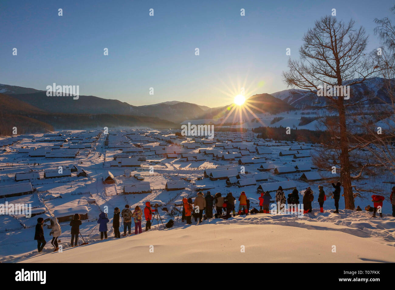 (190318) -- BEIJING, March 18, 2019 (Xinhua) -- Tourists take photos of sunset at the Kanas scenic area in Kanas, northwest China's Xinjiang Uygur Autonomous Region, Feb. 9, 2019. (Xinhua/Lei Dongxiang) Stock Photo