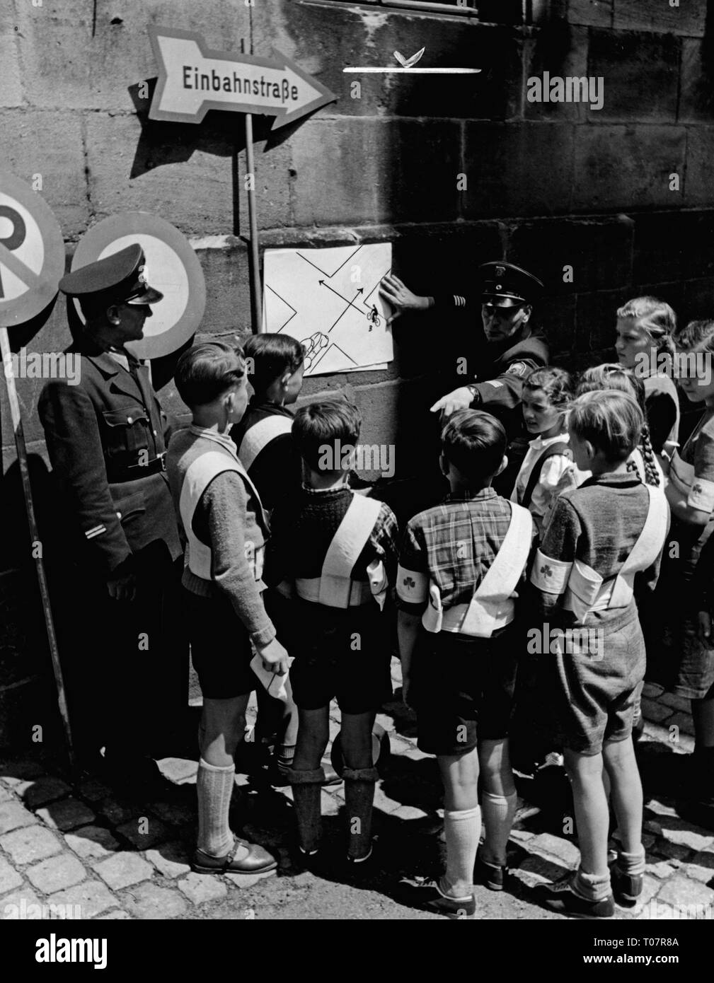 transport / transportation, road, regulation, school crossing patrol, training for the pupil's traffic watch, instruction by the police, Germany, 1953, Additional-Rights-Clearance-Info-Not-Available - Stock Image