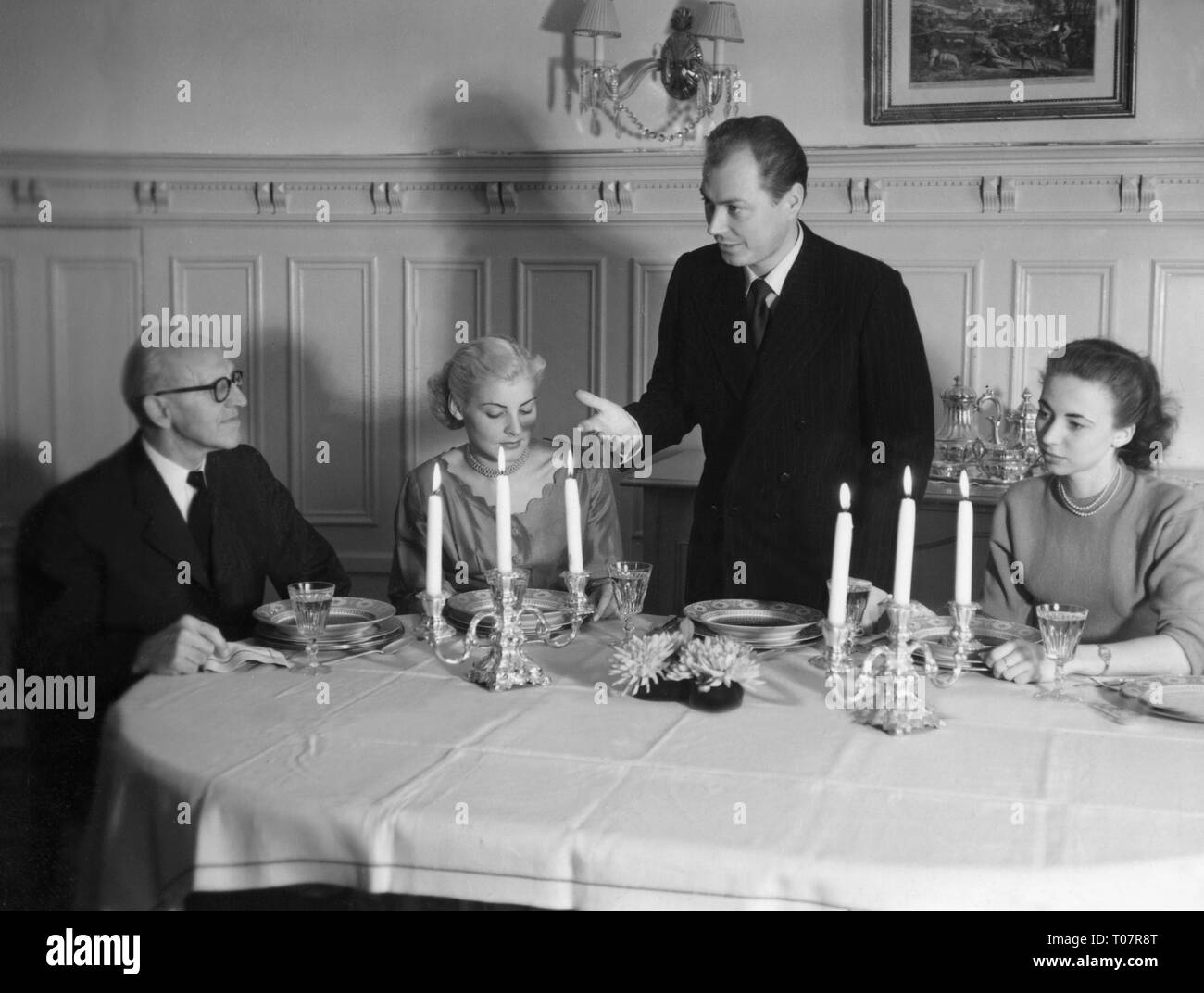 people, society, rules of politeness, dinner, don't make a long speech while the meal already stands on the table, scene, 1950s, Additional-Rights-Clearance-Info-Not-Available - Stock Image