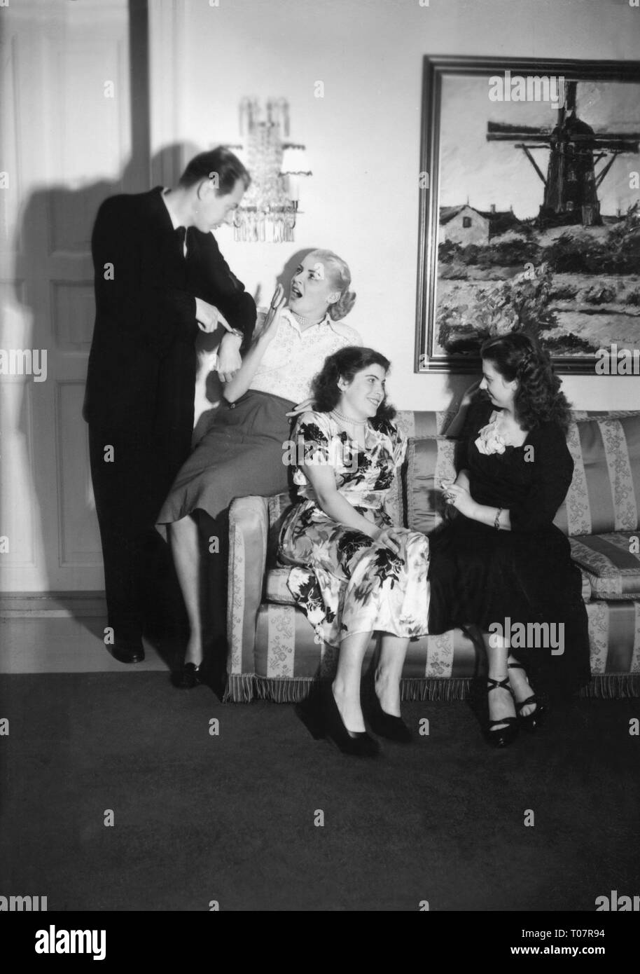 people, society, rules of politeness, invitation, don't stretch your visit endlessly, scene, 1950s, Additional-Rights-Clearance-Info-Not-Available - Stock Image