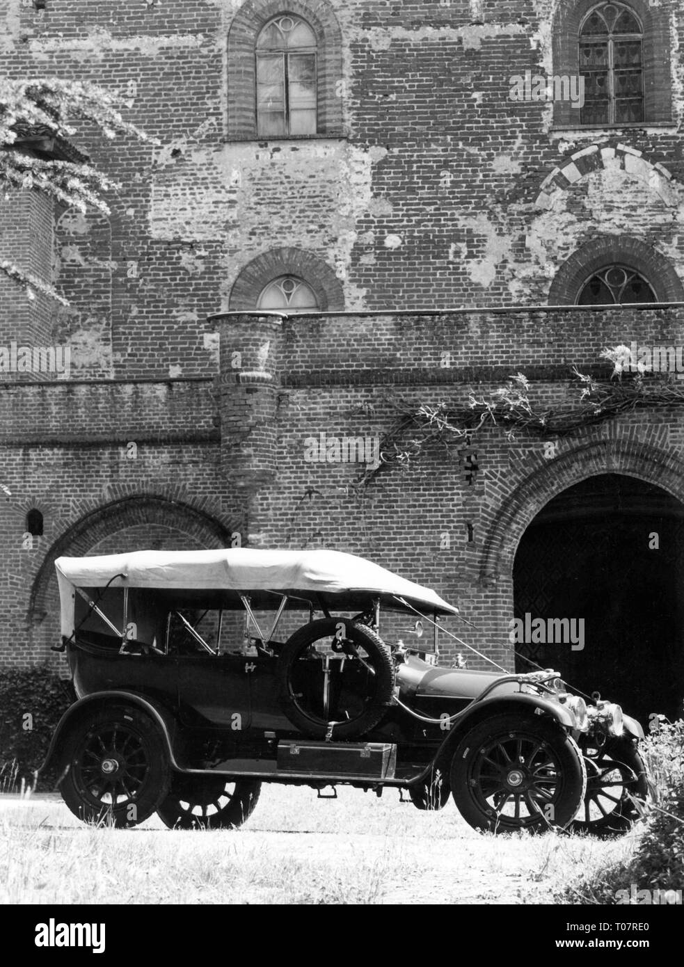 transport / transportation, car, vehicle variants, Italia 25/35 HP, year of construction: 1912, view from right, automobile museum Torino, Italy, 1960s, Additional-Rights-Clearance-Info-Not-Available - Stock Image