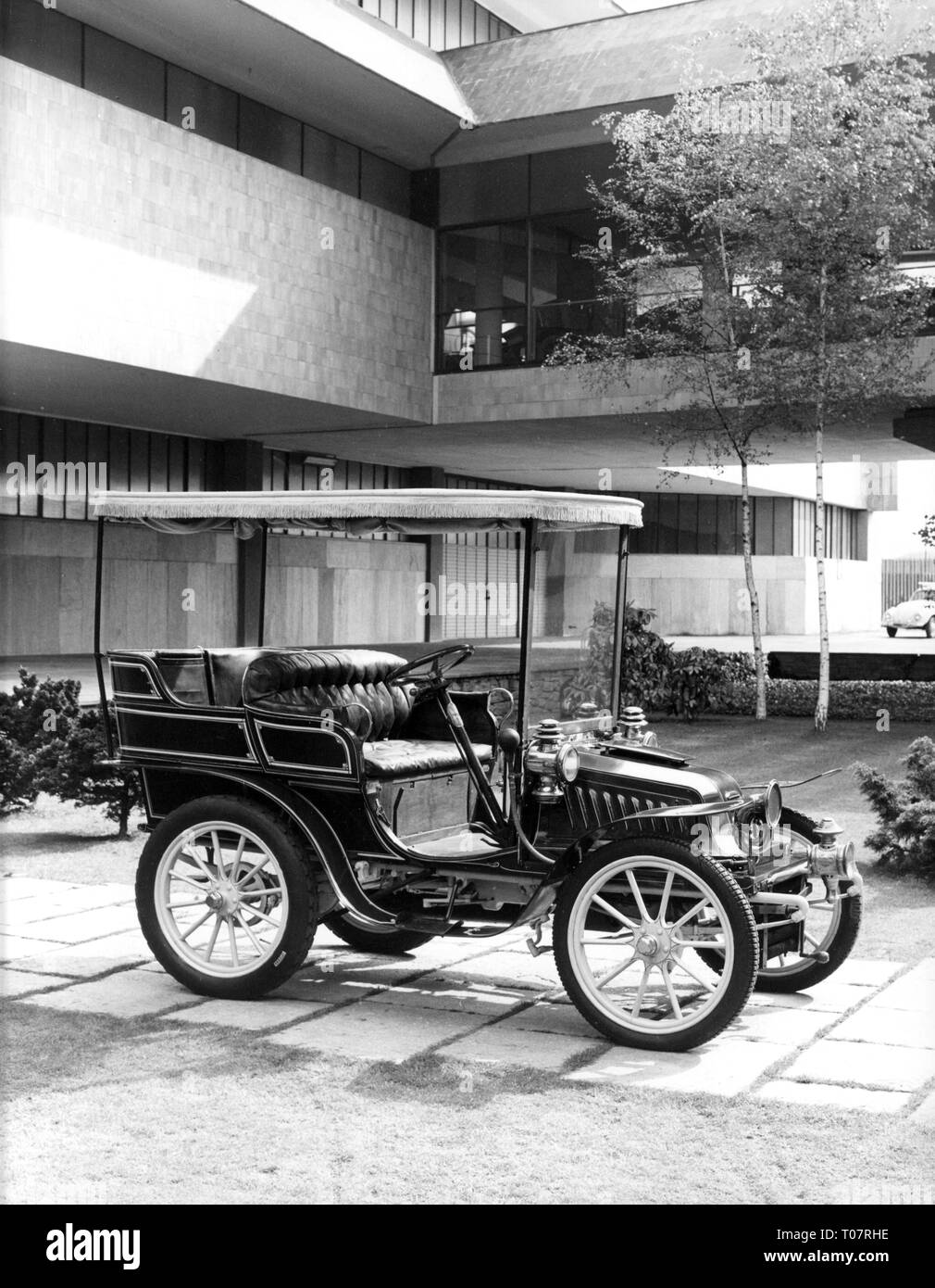 transport / transportation, car, vehicle variants, Darracq 9 1/2 HP, year of construction: 1902, view from right, automobile museum Torino, Italy, 1960s, Additional-Rights-Clearance-Info-Not-Available - Stock Image