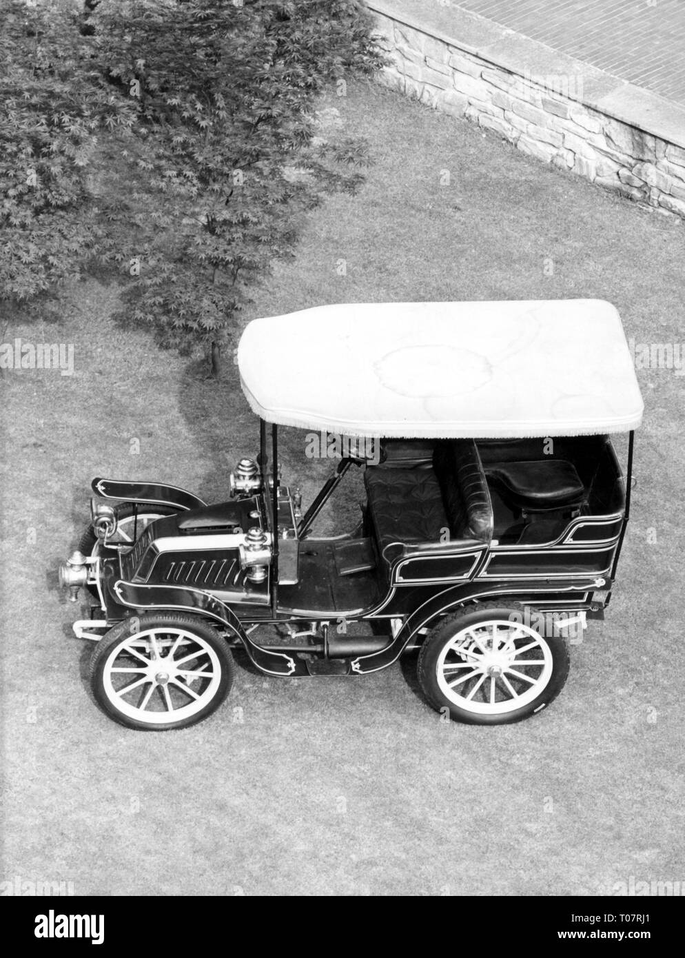 transport / transportation, car, vehicle variants, Darracq 9 1/2 HP, year of construction: 1902, view from top left, automobile museum Torino, Italy, 1960s, Additional-Rights-Clearance-Info-Not-Available - Stock Image